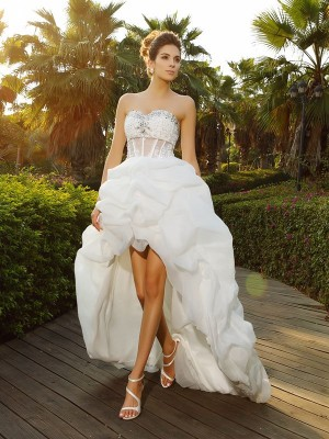 A-Line/Princess Sweetheart Beading Sleeveless High Low Organza Wedding Dresses