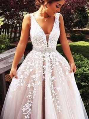 A-Line/Princess V-Neck Sleeveless Applique Tulle Sweep/Brush Train Dresses