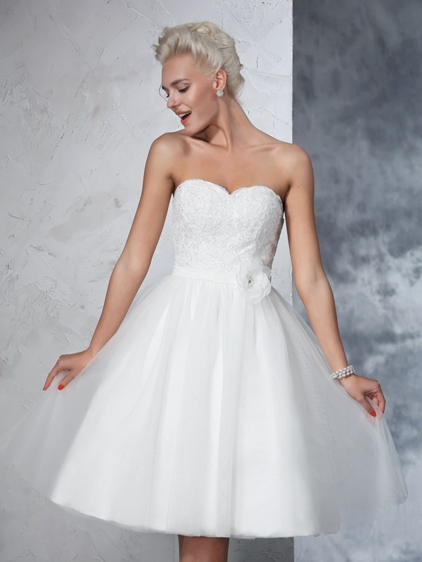 A-Line/Princess Sweetheart Hand-made Flower Sleeveless Short Net Wedding Dresses