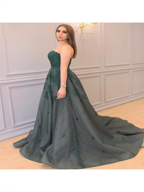A-Line Sweetheart Sleeveless Applique Court Train Tulle Plus Size Dresses
