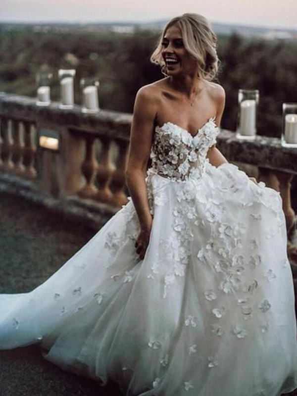 Sleeveless A-Line/Princess Court Train Sweetheart Tulle Applique Wedding Dresses