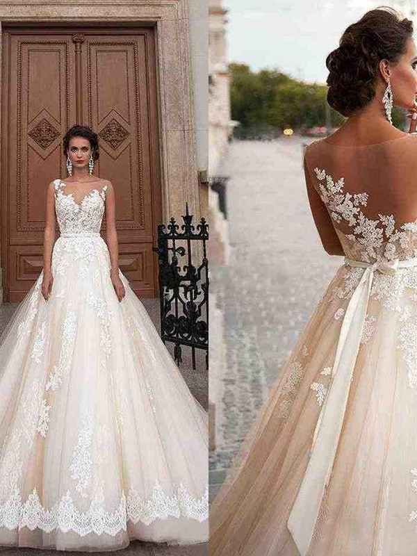 Tulle A-Line/Princess Court Train Applique Scoop Sleeveless Wedding Dresses