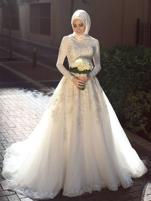 Ball Gown Jewel Long Sleeves Tulle Sweep/Brush Train Wedding Dresses With Applique
